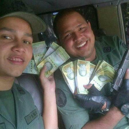 Guardias nacionales matraqueros chavistas