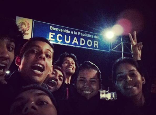 Frontera de ecuador pidiendo dinero